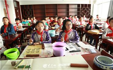 明诚学校有效缓解城区入学压力,为附近居民子女提供优质教育。.jpg