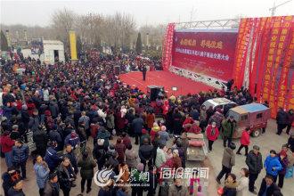 正月初八,山东欧博娱乐・恩城2019年鸽子交易会开幕,来自内蒙、江苏、北京,天津等省市万余名养鸽爱好者齐聚一堂,共度盛会。(大众网・海报新闻记者  翟岩 摄影报道)