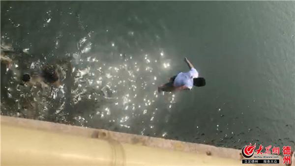 减河上跳河救人的小伙找到了!